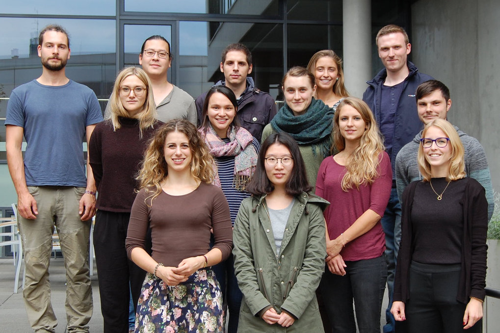 On 26 September 2017 IMPRS NeuroCom's spokesperson Prof. Arno Villringer welcomed 14 new PhD students to our graduate school. Before the official welcome our freshmen had a very interesting tour through the Wolfgang Koehler Research Centre at Leipzig Zoo. During the next three years they will now carry out their PhD projects at MPI CBS and Leipzig University. Welcome to the Institute and to IMPRS NeuroCom!
