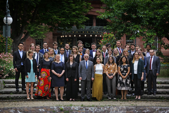 At the Annual General Meeting of the Max Planck Society on 13th June the Otto Hahn Medal  was awarded to IMPRS NeuroCom alumna Sofie Valk. Sofie also received the prestigious Otto Hahn Award. The Max Planck Society provides a small number of recipients of the Otto Hahn Medal each year with the opportunity, following on from a stay abroad, to head a small research group at a Max Planck Institute of their choice. Congratulations!